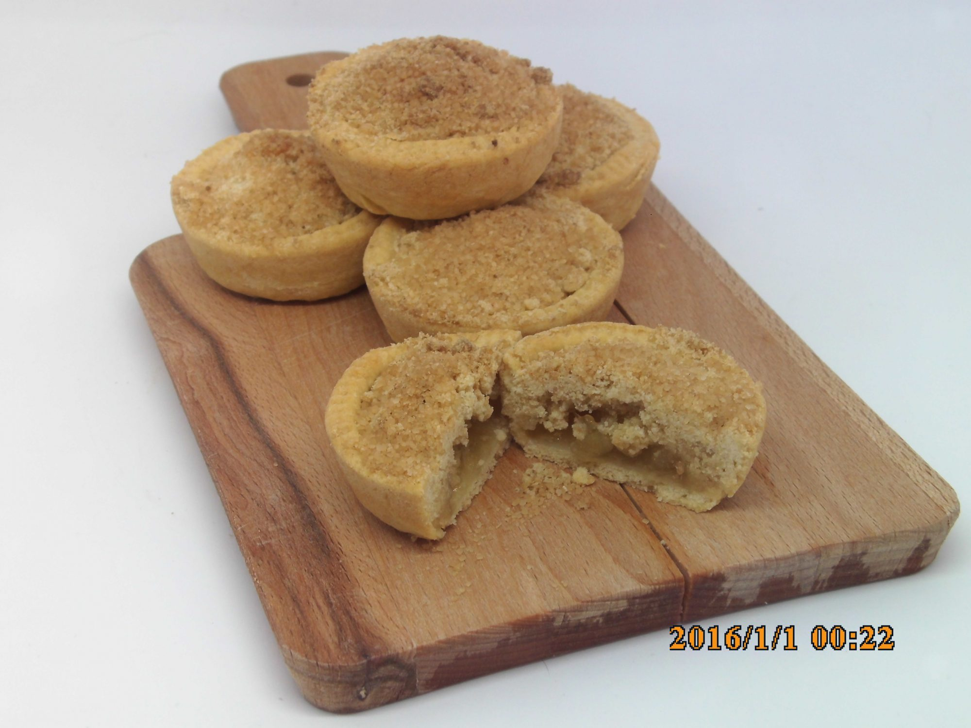 Apple and Almond Crumble Cakes