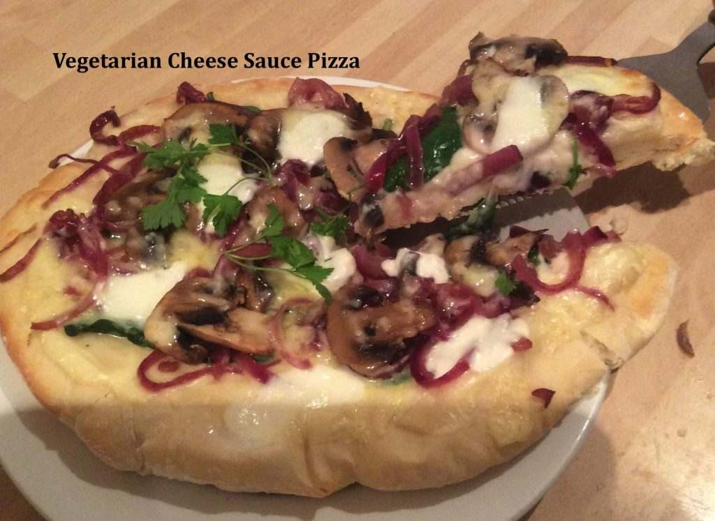 vegetarian cheese sauce pizza